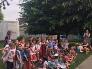 Les enfants dans la cour de l'école Ensemble scolaire Rosaire Jeanne d'Arc