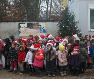 Noël dans la cour de l'école Ensemble scolaire Rosaire Jeanne d'Arc