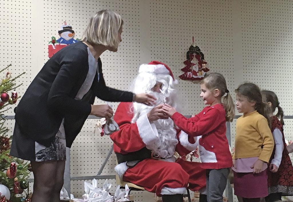 Le Père Noël à l'École Jeanne d'Arc Ensemble scolaire Rosaire Jeanne d'Arc